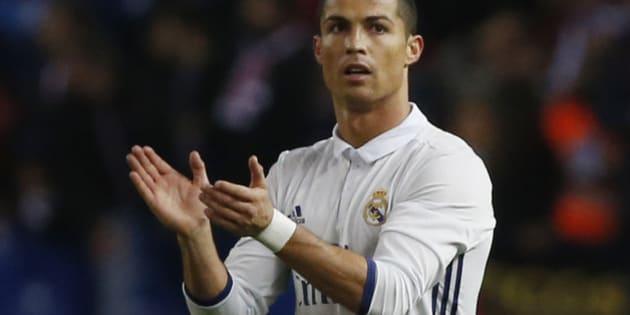 Soccer Football - Atletico Madrid v Real Madrid - La Liga - Vicente Calderon, Madrid, Spain - 19/11/16 Real Madrid's Cristiano Ronaldo celebrates scoring their second goal Reuters / Javier Barbancho Livepic EDITORIAL USE ONLY.