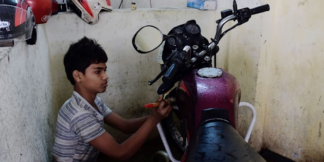 Bangladeshi worker Russel, and who says he will turn 14 next year, works in a garage in Dhaka on December 7, 2016. Bangladeshi child labourers who live in slums work for an average of 64 hours a week, many of them in textile factories making clothes for top world brands, a major study said December 7. The new report from the London-based Overseas Development Institute has found that 15 percent of Dhaka slum-dwellers aged between six and 14 did not go to school and worked full-time. / AFP / MUNIR