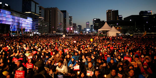 People attend a protest calling for South Korean President Park Geun-hye to step down in central Seoul, South Korea, December 10, 2016.  REUTERS/Kim Hong-Ji
