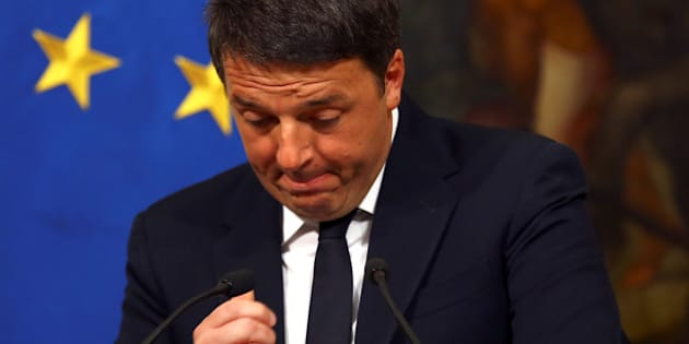 Italian Prime Minister Matteo Renzi gestures during a media conference after a referendum on constitutional reform at Chigi palace in Rome, Italy, December 5, 2016.  REUTERS/Alessandro Bianchi