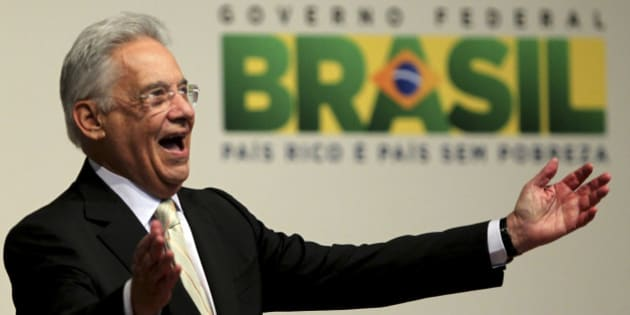 Former Brazilian President Fernando Henrique Cardoso acknowledges the crowd in Sao Paulo August 18, 2011. Cardoso and Brazil's President Dilma Rousseff were attending a ceremony to launch a project to combat poverty in southeast Brazil. REUTERS/Paulo Whitaker (BRAZIL - Tags: POLITICS SOCIETY)