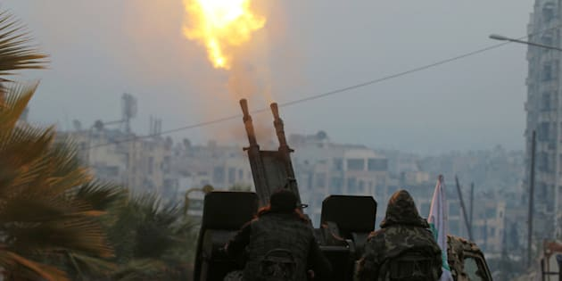 Free Syrian Army fighters fire an anti-aircraft weapon in a rebel-held area of Aleppo, Syria December 12, 2016. REUTERS/Abdalrhman Ismail