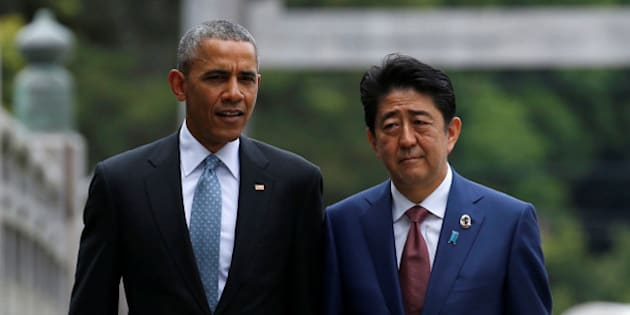 U.S. President Barack Obama (L) talks with Japanese Prime Minister Shinzo Abe on Ujibashi bridge as they visit Ise Grand Shrine in Ise, Mie prefecture, Japan, May 26, 2016, ahead of the first session of the G7 summit meetings. REUTERS/Toru Hanai