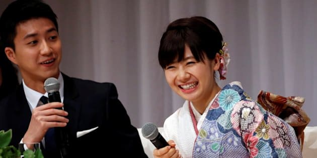 Japan's table tennis Olympian Ai Fukuhara (R) and her husband Taiwan's table tennis Olympian Chiang Hung-chieh attend a news conference to announce their marriage in Tokyo, Japan, September 21, 2016.  REUTERS/Toru Hanai