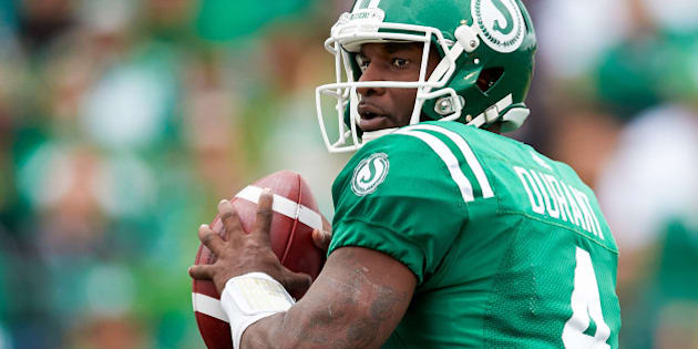 REGINA, SK - SEPTEMBER 04: Darian Durant #4 of the Saskatchewan Roughriders looks to throw during the game between the Winnipeg Blue Bombers and Saskatchewan Roughriders at Mosaic Stadium on September 4, 2016 in Regina, Canada. (Photo by Brent Just/Getty Images)