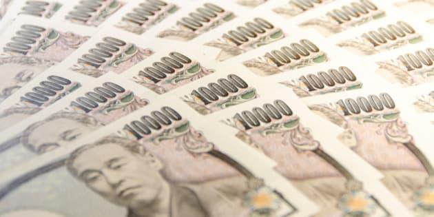 10,000 yen bills.