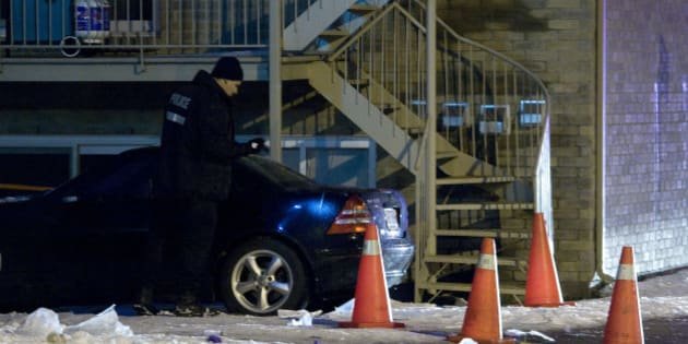 Police search a vehicle near the scene of a murder in the neighbourhood of Notre Dame de Grace, in Montreal, December 28, 2009. Media reports say Nick Rizzuto Jr., the son of Vito Rizzuto, the reputed head of the Montreal mafia, was the victim of a fatal daytime shooting. REUTERS/Christinne Muschi (CANADA - Tags: CRIME LAW)