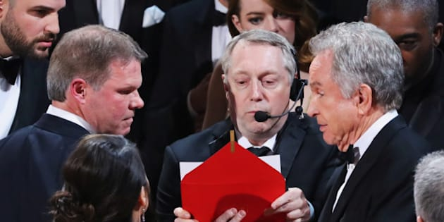 File Photo: 89th Academy Awards - Oscars Awards Show - Hollywood, California, U.S. - 26/02/17 - Brian Cullinan (L) and Martha Ruiz of PriceWaterHouseCoopers (PWC) confer with presenter Warren Beatty during presentation for Best Picture. REUTERS/Lucy Nicholson/File Photo
