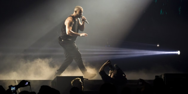 BERLIN, GERMANY - MARCH 09: Rapper Drake performs live during a concert at the Mercedes-Benz Arena on March 9, 2017 in Berlin, Germany. (Photo by Frank Hoensch/Redferns)