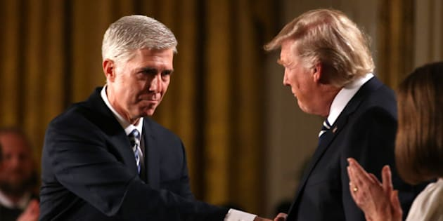 Judge Neil Gorsuch (L) shakes hands with U.S. President Donald Trump as Gorsuch's wife Louise (R) applauds after President Trump nominated Gorsuch to be an associate justice of the U.S. Supreme Court at the White House in Washington, D.C., U.S., January 31, 2017.   REUTERS/Carlos Barria   TPX IMAGES OF THE DAY
