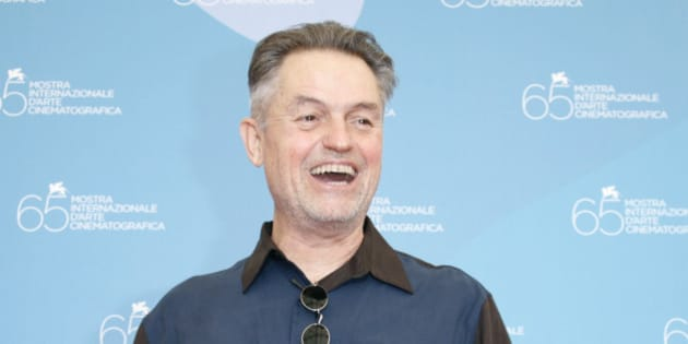 "U.S. director Jonathan Demme poses for photographers during a photocall at the Venice Film Festival September 3, 2008. ""Rachel Getting Married"" by director Demme is shown in the competition at the Venice Film Festival. REUTERS/Denis Balibouse  (ITALY)"
