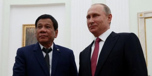 Russian President Vladimir Putin shakes hands with Philippine President Rodrigo Duterte during their meeting at the Kremlin in Moscow, Russia, May 23, 2017. REUTERS/Maxim Shemetov