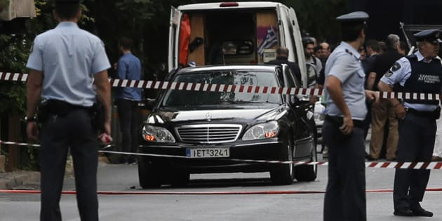 Police secure the area around the car of former Greek prime minister and former central bank chief Lucas Papademos following the detonation of an envelope injuring him and his driver, in Athens, Greece, May 25, 2017. REUTERS/Costas Baltas