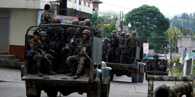Truckloads of soldiers are pictured as they reinforce their comrades fighting the Maute group in Marawi City, Philippines May 28, 2017. REUTERS/Erik De Castro