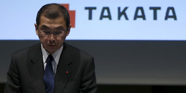 Takata Corp. Chief Executive and President Shigehisa Takada bows as he leaves a news conference in Tokyo November 4, 2015.   REUTERS/Issei Kato