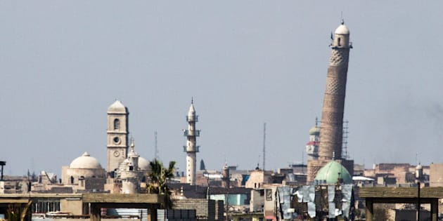 Die umkämpften Al-Nuri-Moschee in Mosul, in der Abu Bakr al-Baghdadi das sogenannte Kalifat ausgerufen hatte. //// The hardly embattled Al-Nuri-mosque in western Mosul (Photo by Sebastian Backhaus/NurPhoto via Getty Images)