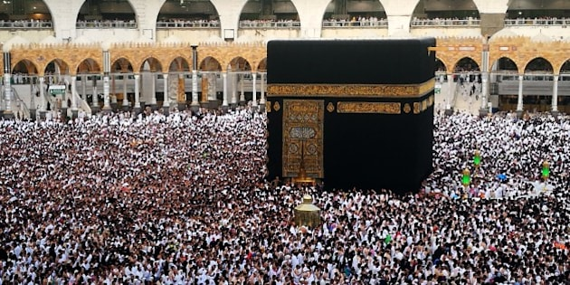 MECCA, SAUDI ARABIA - JUNE 16 : Muslim devotees circumambulate the Kaaba during the Muslim's holy fasting month of Ramadan in Mecca, Saudi Arabia on June 16, 2017. (Photo by Ramazan Turgut/Anadolu Agency/Getty Images)