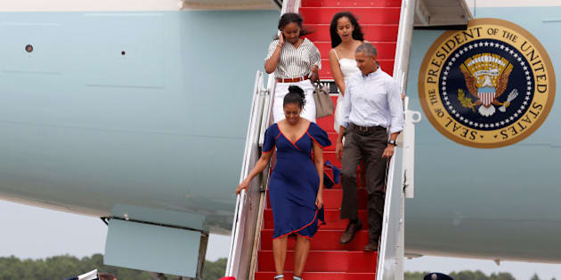 U.S. President Barack Obama and his family arrive aboard Air Force One in transit to their annual summer vacation at Martha's Vineyard, via Cape Cod Coast Guard Air Station, Buzzards Bay, Massachusetts, U.S. August 6, 2016. Pictured are first lady Michelle Obama (bottom left) and daughters Sasha (top left) and Malia (top right). REUTERS/Jonathan Ernst