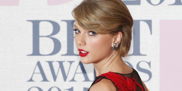 Singer Taylor Swift arrives for the BRIT music awards at the O2 Arena in Greenwich, London, February 25, 2015. REUTERS/Suzanne Plunkett (BRITAIN - Tags: ENTERTAINMENT)