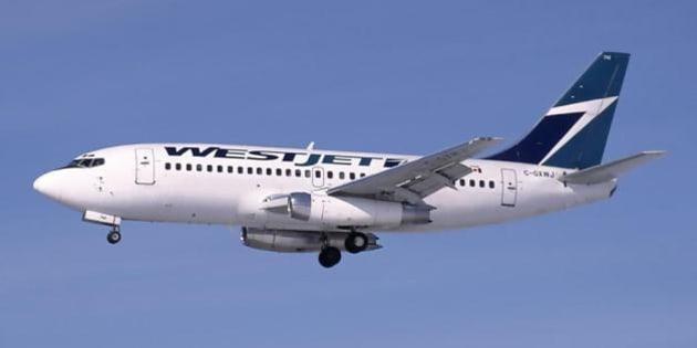 Description A Boeing 737-200Adv (C-GXWJ) of WestJet on approach to Ottawa Airport   Source http://www. airliners. net/photo/WestJet/Boeing- ...