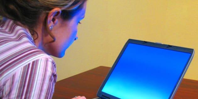 Description A woman typing on a laptop Une femme travaillant sur un  ... Original upload log: Category:Portable computers. Uploaded with tools:~ ...