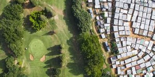 Papwa Sewgolum Golf Course is located along the lush green slopes of the Umgeni River in Durban. Almost unbelievably, a sprawling informal settlement exists just meters from the tee for Hole 6. A low-slung concrete fence separates the tin shacks from the carefully manicured fairways.