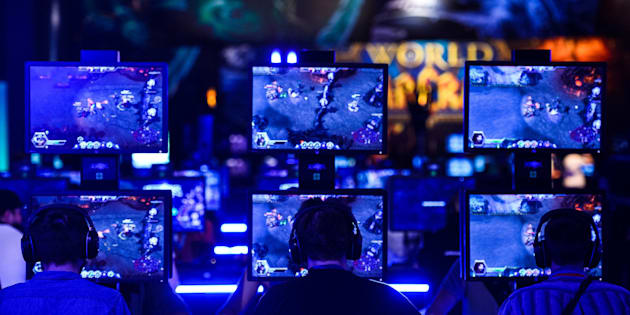 COLOGNE, GERMANY - AUGUST 05:  Visitors try out the massively multiplayer online role-playing game 'World Of Warcraft' at the Blizzard Entertainment stand at the Gamescom 2015 gaming trade fair during the media day on August 5, 2015 in Cologne, Germany. Gamescom is the world's largest digital gaming trade fair and will be open to the public from August 6-9.  (Photo by Sascha Schuermann/Getty Images)