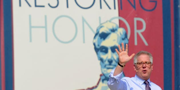 TV commentator Glenn Beck waves at thousands of supporters at his Restoring Honor rally on the National Mall in Washington, August 28, 2010.   REUTERS/Jonathan Ernst (UNITED STATES - Tags: POLITICS)