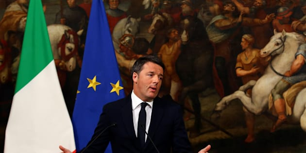 Italian Prime Minister Matteo Renzi speaks during a media conference after a referendum on constitutional reform  at Chigi palace in Rome, Italy, December 5, 2016. REUTERS/Alessandro Bianchi     TPX IMAGES OF THE DAY