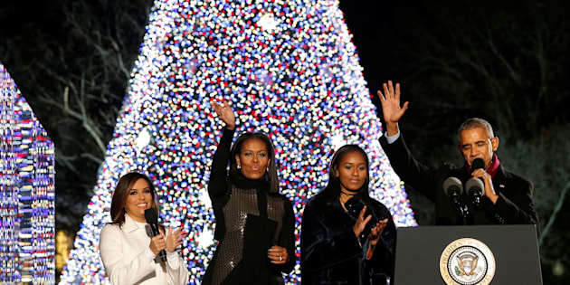 U.S. President Barack Obama (R), joined by first lady Michelle Obama (2nd L), their daughter Sasha (2nd R) and emcee Eva Longoria (L), reacts after pressing a button to light the National Christmas Tree in Washington, U.S. December 1, 2016.  REUTERS/Jonathan Ernst
