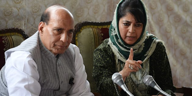 Chief minister of Jammu and Kashmir, Mehbooba Mufti (R) addresses a joint press conference with Indian home minister Rajnath Singh in Srinagar on 25 August, 2016.