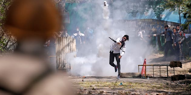 A Kashmiri student throws back a tear-gas canister fired by Indian police during a protest in Srinagar April 17, 2017. REUTERS/Danish Ismail