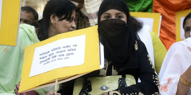 KOLKATA, WEST BENGAL, INDIA - 2016/11/18: Muslim women holds poster to protest Triple talaq Bharatiya Janata Party (BJP) Mohila Morcha ( Women Wing) against Muslims triple Talaq tradition that demand one country one law in Wellington Square, Kolkata.  Union Government take an initiative to introduce uniform civil code in Indian but Muslim personal law board and other Muslim organization oppose the decision. (Photo by Saikat Paul/Pacific Press/LightRocket via Getty Images)