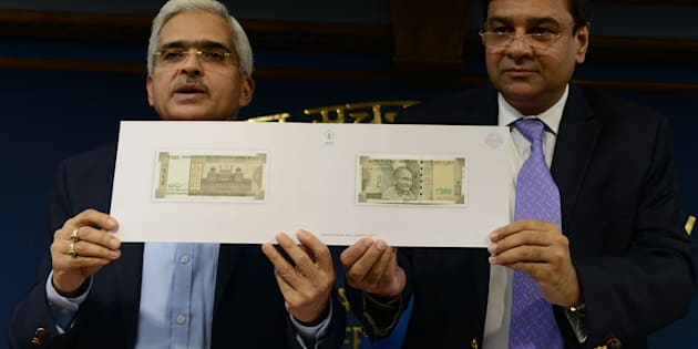 NEW DELHI, INDIA  November 08: Revenue Secretary Shaktikanta Das and Governor of the Reserve Bank of India Urjit R Patel hold up a sample of the new Rs2,000 note at a press conference in New Delhi.