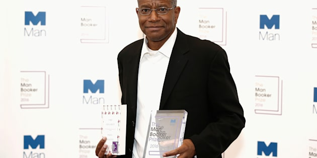 Winner of the 2016 Man Booker Prize Paul Beatty poses with his novel 'The Sellout' at the 2016 Man Booker Prize at The Guildhall on October 25, 2016 in London, England.  REUTERS/John Phillips/Pool