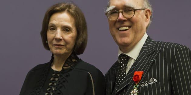 Marlene et Spencer Hays, portant sa médaille d'Officier de la Légion d'honneur, pour l'inauguration de leur exposition au Musée d'Orsay à Paris, en avril 2013.