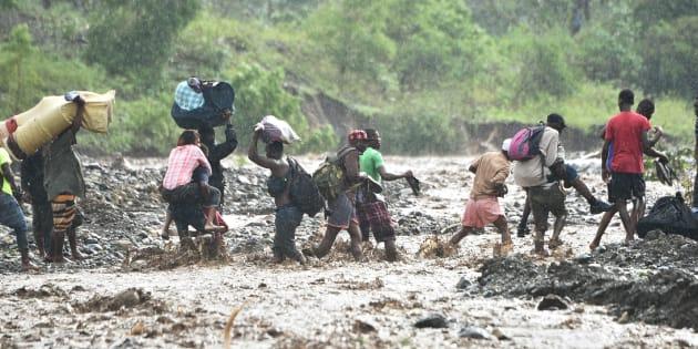 L'ouragan Matthew a fait au moins 800 morts à Haïti selon un nouveau bilan.