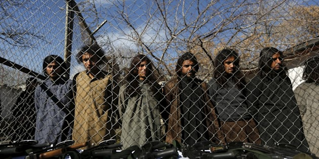 Pakistani Taliban fighters, who were arrested by Afghan border police, stand during a presentation of seized weapons and equipment to the media in Kabul, Afghanistan January 5, 2016. REUTERS/Omar Sobhani