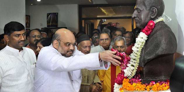 BJP leader Amit Shah along with others pay tribute to Deen Dayal Upadhyay on his birth anniversary at Bharatiya Janata Party Head Office on September 25, 2015 in New Delhi, India. (Photo by Vipin Kumar/Hindustan Times via Getty Images)