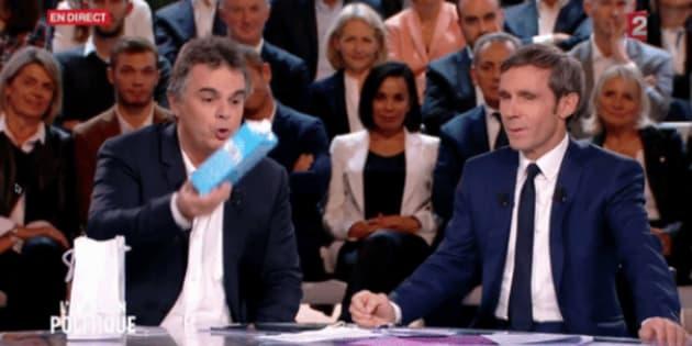 """Quand Alexandre Jardin jette une brique de lait à Bruno Le Maire à """"L'Émission politique""""."""