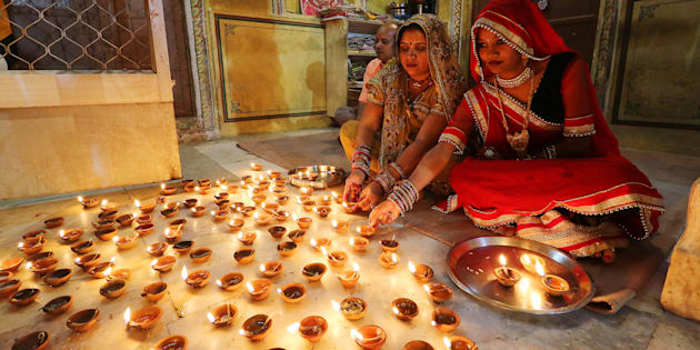 Women light earthen lamps diyas at Ramchandran Ji Temple on the occasion of Diwali in Jaipur, October 30, 2016. (Photo By Vishal Bhatnagar/NurPhoto via Getty Images) (Photo by Vishal Bhatnagar/NurPhoto via Getty Images)
