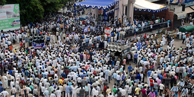 Indian protesters gather to rally against Bharatiya Janata Party official Dayashankar Singh who was expelled from his party for comparing politician and Dalit leader Kumari Mayawati to a prostitute, in Lucknow on July 21, 2016.