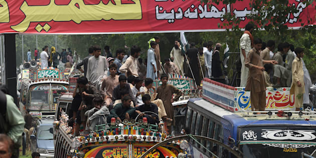 Pakistani supporters of the banned organisation Jamaat-ud-Dawa (JuD) start a march from Lahore to Islamabad as part of a protest to denounce violence by Indian security forces in the Indian-administered Kashmir in Lahore on July 19, 2016. / AFP / ARIF ALI        (Photo credit should read ARIF ALI/AFP/Getty Images)