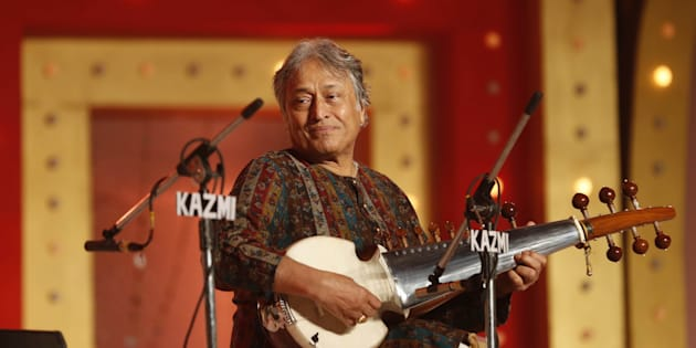 Padma Vibhushan musician Ustad Amjad Ali Khan plays Sarod as he performs during Inauguration ceremony of Lucknow Mahotsava 2016.