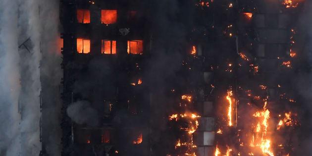 Incendio Londra: May su luogo tragedia