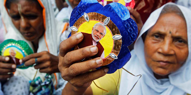 """Widows, who have been abandoned by their families, show """"Rakhis"""" or sacred threads with a picture of Indian Prime Minister Narendra Modi on them, as they wait to tie Rakhis to Hindu saints to celebrate Raksha Bandhan festival at a temple in Vrindavan in the northern state of Uttar Pradesh, India, August 17, 2016. REUTERS/Jitendra Prakash"""