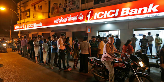 People wait to deposit and withdraw their money outside an ICICI Bank ATM in Rajkot, India, November 8, 2016. REUTERS/Amit Dave     TPX IMAGES OF THE DAY