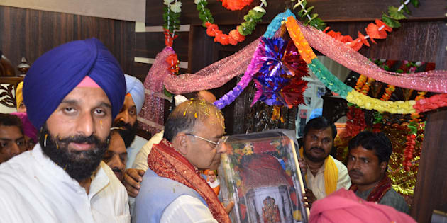 BJP leader Arun Jaitley and Punjab Cabinet Minister Bikram Singh Majithia offer prayer at Chavinda Devi Temple in Majitha.