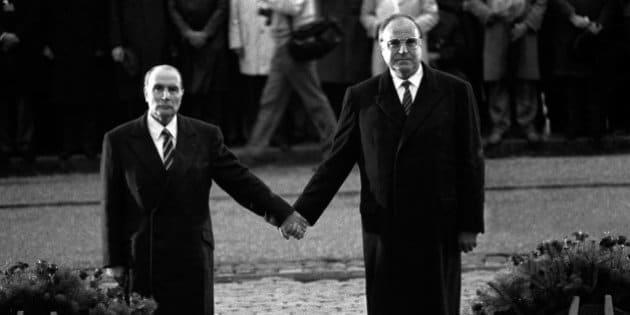Helmut Kohl est mort: l'histoire derrière la photo mythique main dans la main avec François Mitterrand