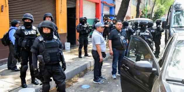 Elementos de la Policía de Investigación de la PGJ realizaron un cateo en una vecindad marcada con el número 47 de la calle de Zaragoza esquina con Mina en la colonia Guerrero.